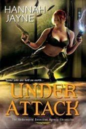 descargar epub Under attack – Autor Hannah Jayne